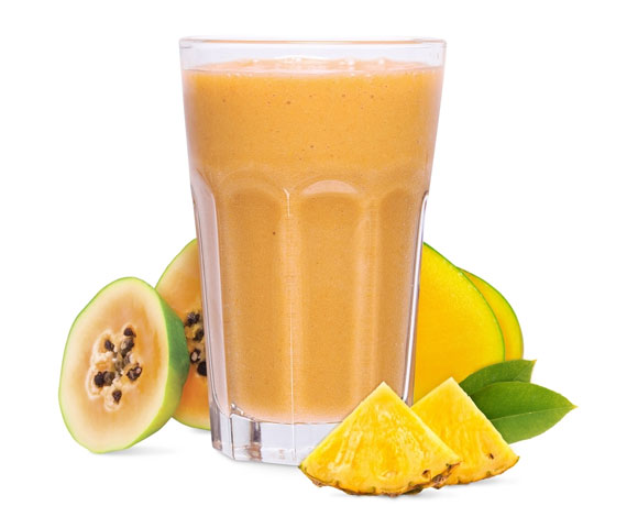 Smoothie de mango, papaya y piña